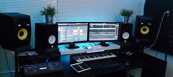 studio monitor placement a journey to the perfect sound. Black Bedroom Furniture Sets. Home Design Ideas