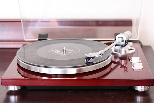 10 Best Automatic Turntables – Keep the Magic Going