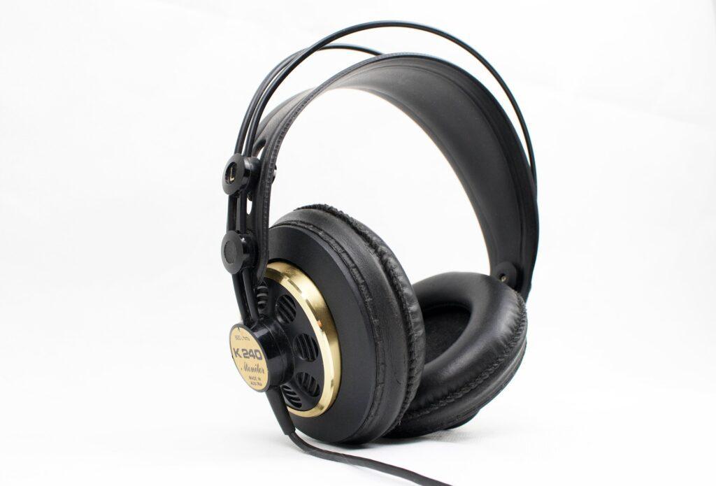 black and gold headphone