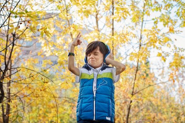 Kid wearing a headphone outdoor
